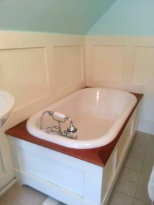 Upstairs ensuite bath