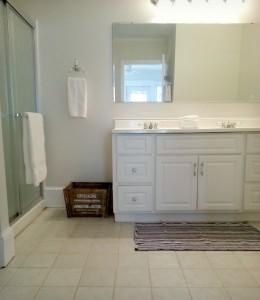Sadler House Vacation Rental Main Bath